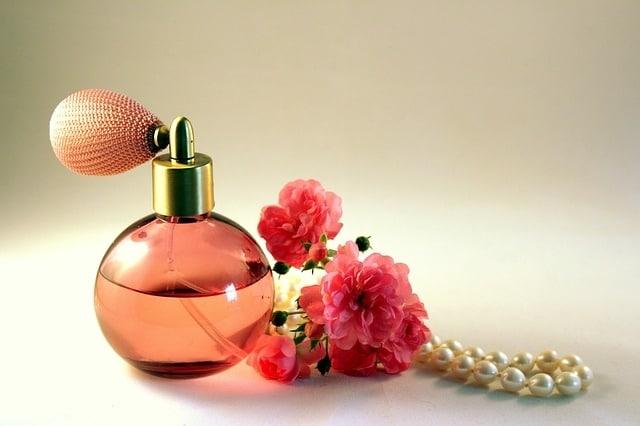 Ladies perfume - valentine' day gift ideas for girlfriend