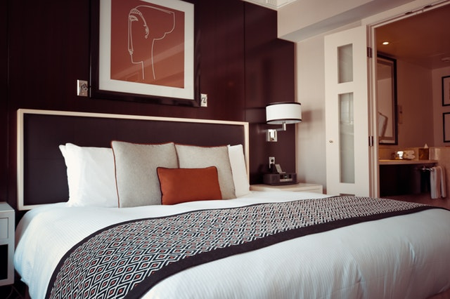 Brown Bed Room Wall Paint Designing Ideas