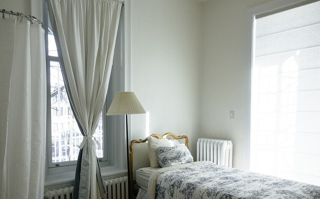 White Curtain Room Designs