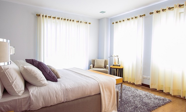 White and Lite Yellow Curtain Room Designs