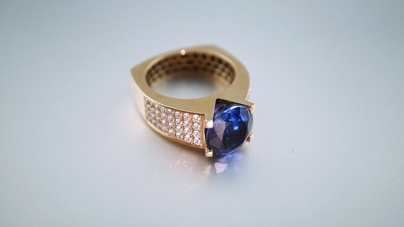 center stone color ring