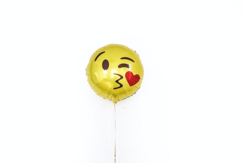 DIY Kiss Balloons