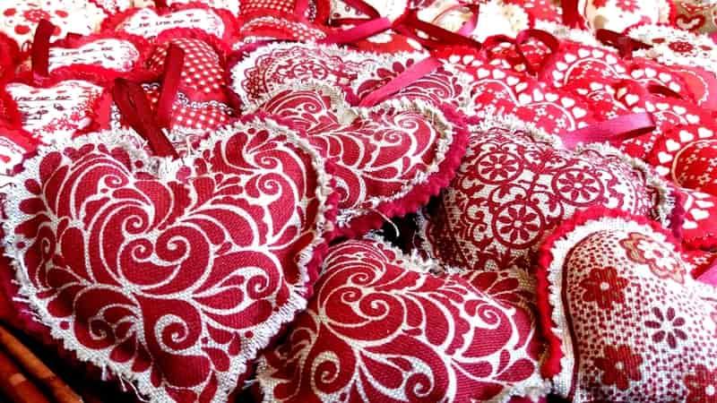 Heart Pillows - Valentine's Day Decor Ideas