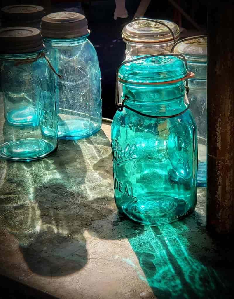 Painted Mason Jar Lantern - Valentine's Day Décor Ideas